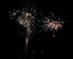 Fireworks 2014 (Rebecca Jay Thorne) Tags: red white lines gold golden fireworks explosion streams streaks 2014