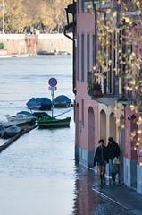 La piena del Ticino 6 (Mirabeaux (www.mirabeaux.it)) Tags: ticino fiume alluvione acqua borgo piena corrente pavia mirabelli mirabeaux