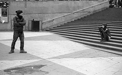 Posing (stejo) Tags: streets pattern streetphotography tourist tourists stairway sergelstorg hp5 streetphoto nosnow leicam6 turist mönster trappa turister ilobsterit summichrne50