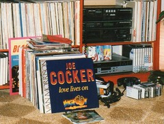 Love Lives On (streamer020nl) Tags: music records foot big 33 rip coke joe sound lp cocacola cans cocker bigfoot 70 tapes cassettes 1944 rpm vcr hendersons 2014 blikjes v2000 cassettebandjes overleden elpee langspeelplaat 221214 22dec2014