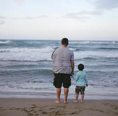 /  / See the sea together (SiouSiou Lin) Tags: sea father taiwan son pro fujifilm  six  kowa  160ns
