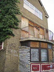 GWL (shumpei_sano_exp4) Tags: london geotagged whitechapel guesswherelondon eastlondon stepney gwl deadpubs geo:lat=51517609 geo:lon=0055168
