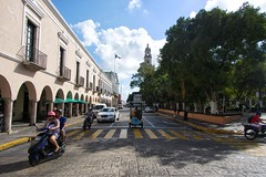 Plaza Grande (Beau Finley) Tags: merida yucatan mototaxi motoconcho triciclo plazagrande zocalo mexico street crosswalk scooter mérida yucatán beaufinley