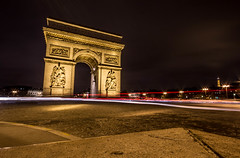 Arc de Triomphe (Tr3ndline) Tags: light paris france de streak arc triomphe exposition nuit lumires lignes classique