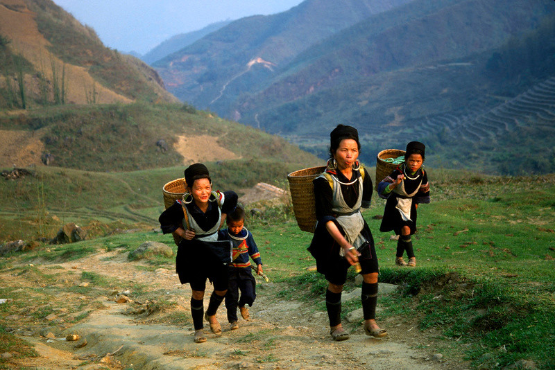 Hmong women returning to their village, which cannot reach by road. Sapa, VN