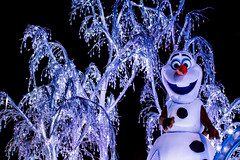 Olaf (EatThisLight) Tags: california trees winter snow ice colors night lights olaf frozen snowman paint glow disneyland character magic disney parade nightime anaheim icicles disneycharacter