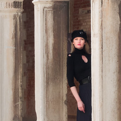 Girl in black (Raymond Kuilboer) Tags: girl woman black column venetie venezia venice posing