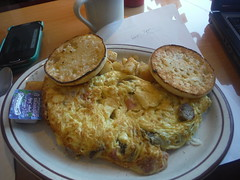 Omelette Headquarters (allanwenchung) Tags: restaurant diner beverly