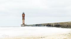 Sur un nuage de lait (photographegs) Tags: feudesaintpol dunkerque diguedubreak pose longue ocean filtre nd 400 mer nuage blanc phare