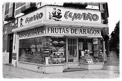 frutas de aragon (archidream) Tags: frutta negozio shop saragozza spagna viaggi vacanza 2013 nikon j1 blackwhite bw bianco nero blanco negro vetrina windows