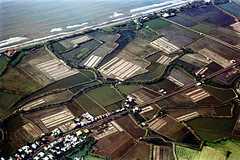 33-599 (ndpa / s. lundeen, archivist) Tags: nick dewolf nickdewolf 33 reel33 color photographbynickdewolf 1970s 1972 fall film 35mm winter 1973 aerial fromtheair fromtheairplanewindow unidentified water sea ocean waves surf fields farms farmland