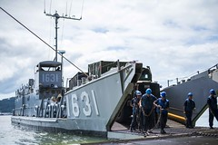 161005-N-JH293-181 (CTF 76) Tags: ussgb greenbay ussgreenbay lpd20 japan sasebo underway bhr esg cpr11 ctf76 patrol deployed us7thfleet pacific ocean water navy marines usmc 31meu vmm262 nbu7 lcac lcu subicbay philippines jpn