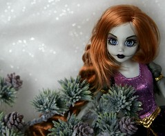 Once Upon a Zombie (Emily-Noiret) Tags: white snow doll princess zombie disney once rapunzel upon