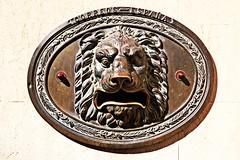 Un buzn muy bestia (melibeo) Tags: statue mailbox iron post sony lion estatua len cuenca lamancha correos buzn hierro sonyalpha trolled groupforeveryone flickronmyminde