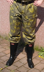Black Century wellies and camo pants (zeesenboot) Tags: camo camouflage wellies rubberboots gummistiefel gumboots gummistøvler rainboots bottesdepluie regenstiefel gummistövlar kalosze gumicsizma bottesdecaoutchouc holinkygumové