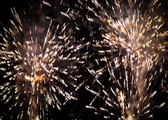 Fireworks 2014 (Rebecca Jay Thorne) Tags: lines yellow gold golden fireworks explosion streams streaks bang starburst 2014
