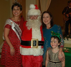 Michelle and Saoirse Glennon with Maria Walsh and Santa