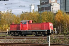 Nothing to do (The Rubberbandman) Tags: road railroad bridge cars public car station train harbor log br publictransportation diesel metro box central tracks engine railway trains db cables german transportation commuter brake boxcar bahn freight centralstation deutsche switcher 295 lok regio 146 shunter carcars railwayengine rangierlok oldharbor germantrain carsroad bridgeold br295