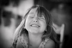 Menina - 5 (Mateus Andr) Tags: portrait childhood brasil nikon child retrato criana nikkor infncia