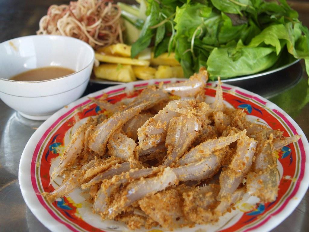 Gỏi cá Nam Ô Đà Nẵng ăn với rau rừng
