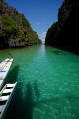 (Valerio Soncini) Tags: sea seascape green island boat big ship philippines lagoon schiff hopping elnido miniloc pilippinen