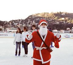 Pattinando e... scivolando! (sirio174 (anche su Lomography)) Tags: pattinaggio pattini pattinaggiosughiaccio ghiaccio pista como ice skating iceskating natale christmas divertimento fun risate italia italy