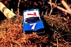 Chevrolet (photophil16) Tags: auto nature miniature voiture course bleue ancienne paille modle comptition