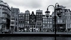 kreuz & quer (tom_p) Tags: holland amsterdam blackwhite fuji noiretblanc stadt fujifilm altstadt x70 niederlande huser schwarzweis biancoetnero fujifilmx70