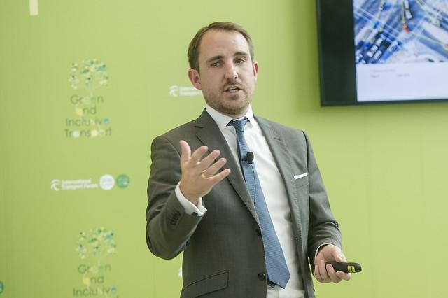Daniel Hobohm presents stream-digitalisation of the Road