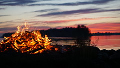 Midsummer's eve. Such a great time. (tommihg) Tags: summer lake forest suomi finland fire evening moody midsummer exploring latenight explore romantic juhannus joensuu kes sony50mm sonya6000