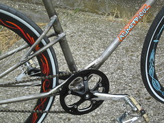 Pezzi di Bici (PezzidiBici) Tags: asimtrique custombike ratbike custombicycle fixe fixie brooks leahersaddle