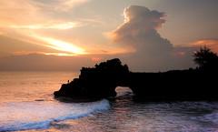 Between Day & Night (TablinumCarlson) Tags: pura tanah lot meerestempel meer ocean water island waves wellen indonesia indonesien bali leica m8 summicron tempel temple hinduism tabanan indean outdoor landschaft ufer sonnenunterga sunset sun sonne backlight silhouette gegenlicht wolken clouds sky himmel 28mm