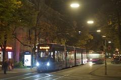 T-Wagen 2807 an der Wrthstrae in Haidhausen (Frederik Buchleitner) Tags: munich mnchen siemens tram streetcar t16 2807 trambahn avenio linie19 strasenbahn twagen