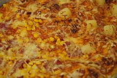 DSC05423 (Kirayuzu) Tags: sauce pizza mais ananas silvester käse tomate salami blech selbstgemacht speck tomatensauce silvester2014