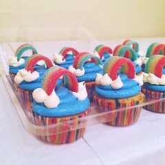 Rainbow cupcakes by Amber and Brittany, Pittsburgh, PA, www.birthdaycakes4free.com