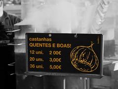 Quentes e Boas (Z Carlos) Tags: bw portugal sign yellow smoke pb amarelo sinal matosinhos fumo selectivecolour castanha tabuleta assada roastedchestnut corselectiva