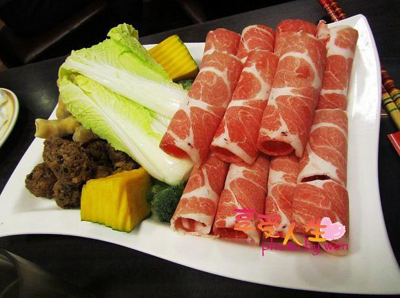 《美食》台南新營。洪昌麻辣鴛鴦火鍋城~美味依舊在  享受人生