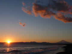 Sunset & Mt.Fuji (akiakinatsushun) Tags: winter sunset red sea sky orange cloud sun japan clouds fuji wave lovely       shonan mtfuji