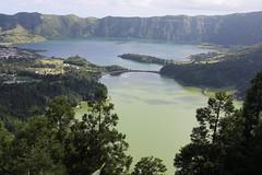 Lagoa das Sete Cidades, Ilha de So Miguel (twiga_swala) Tags: blue verde green portugal miguel gua azul volcano scenery san sete lagoon lagoa laguna serra sao volcanic pau so miradouro vulcano azores cidades aores vulco barrosa vulcanic acores somiguel
