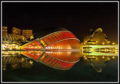 Reflejos en rojo 2 (edomingo) Tags: edomingo olympusepl5 mzuiko1250 cac ciudadartesyciencias valencia nocturnas reflejos epl5 uro
