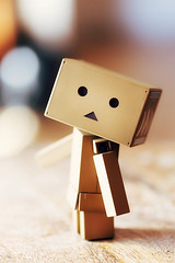 Danbo poses for a selfie (MyLittleDanbo) Tags: man japan self happy robot box walk banana cardboard figure superstar limited edition 003 confident mak sentinel brisk selfie maschinen revoltech danboard
