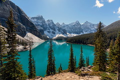 Morraine Lake and Valley of the Ten Peaks (Erika & Rdiger) Tags: lake canada mountains fall alberta rockymountains banffnationalpark morainelake valleyofthetenpeaks