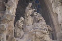 coronation (Val in Sydney) Tags: architecture espana gaudi espagne cathedrale catalunia familial catalogne segrada
