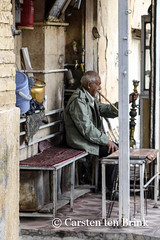 Shiraz's Bazar - a man, a pipe, a break (10b travelling) Tags: man persian asia asien shisha iran smoke pipe middleeast persia shiraz asie iranian bazaar tobacco bazar 2014 neareast moyenorient naherosten mittlererosten tenbrink carstentenbrink westernasia iptcbasic 10btravelling