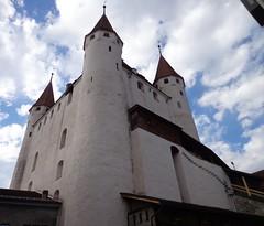 Il Castello (cannuccia) Tags: landscape nuvole suisse thun svizzera paesaggi bianco castelli cieli torrioni