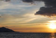 tramonto (sz1507) Tags: sunset sea sky sun colors tramonto nuvole mare cielo sole colori paesaggio controluce isola orizzonte isoladelba navigare