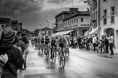Momenti - Instants (Immacolata Giordano) Tags: italy italia ciclismo giro gara veneto biciclette giroditalia portogruaro ciclisti nikond7000 giroditalia2016