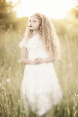 (Shannon Alexander Photography) Tags: nature canon vermont princess ethereal magical goldenhour fineartphotography childportrait fineartphotographer freelensing vermontphotographer freelensed canon135mm2fl