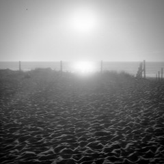 Sunset at Porthtowan [Gnome Pixie] (Mr B's Photography) Tags: porthtowan cornwall beach blackandwhite sand fence sea sun sunset fomapan gnome pixie 120 620