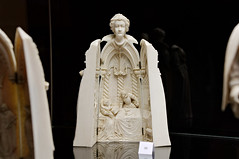Statuette dissimulant un triptyque : la Reine Marie de Mdicis (zigazou76) Tags: ivoire mariedemdicis muse placedumarchaljoffre sculpture statue statuette triptyque yvetot dit